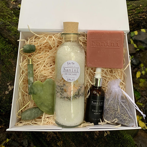 Jade Roller and Skincare Pamper Gift Set - Clay