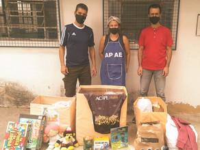Campanha para ajudar a APAE recolhe cestas básicas, roupas e material escolar