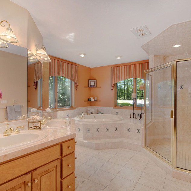 Large master suite with tub and shower