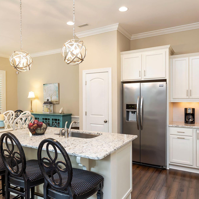 Kitchen with Great Lighting and Storage