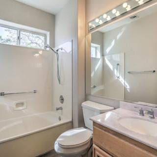 Guest bath 10309 Broom Hill Dr