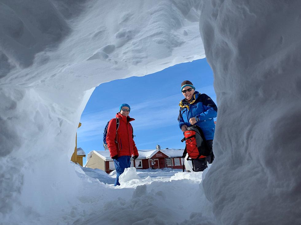 Norway snow cave.jpg
