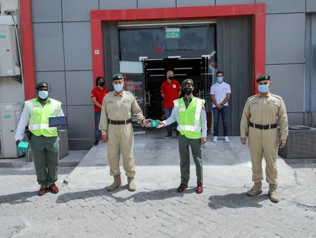 شرطة دبي تكرم شُرطيين لسرعة استجابتهما في التعامل مع بلاغ سرقة
