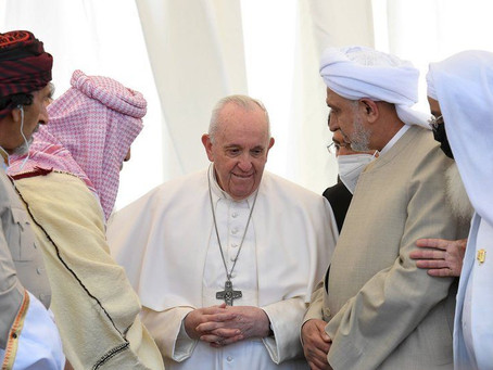 Pope Francis denounces extremism on historic visit to Iraq