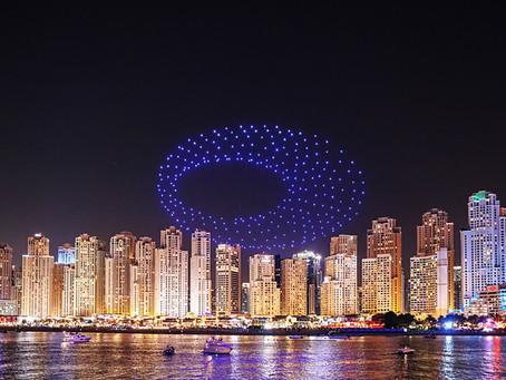 """300 طائرة """"درون"""" تقدم عروضا ضوئية وصوتية خلال مهرجان دبي للتسوق"""