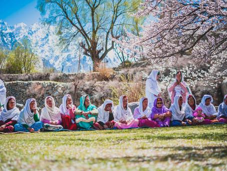 عشائر الهونزا يعيشون منعزلون في أقصى باكستان.. مسلمون يعيشون حتى 150 عاماً وتلد نساؤهم بعمر الـ70
