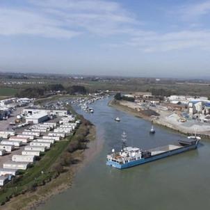 حادثة السفينة الجانحة في قناة السويس تتكرر في ميناء بريطاني