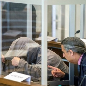 """ألمانيا تدين ضابطا سوريا بتهمة ارتكاب """"جرائم حرب"""" وتصدر حكما بسجنه 4 سنوات ونصف"""