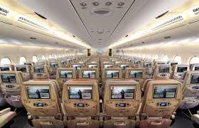 """""""طيران الإمارات"""" تشغّل رحلة خاصة احتفالاً بتقدم برنامج التطعيم"""