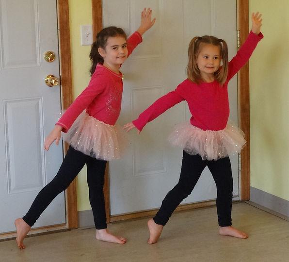 Children in ballet pose