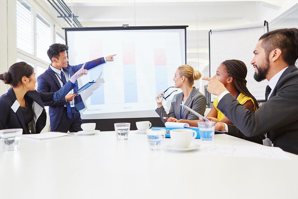 Consultant in business workshop presenta