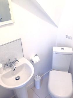 La Maison de Campagne ensuite with shower, washbasin and toilet