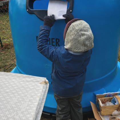 Co leśne przedszkole robi z odpadami?