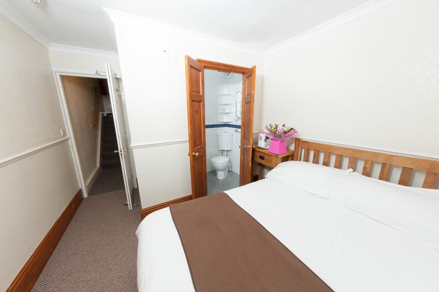 Expedia Bedroom 3.jpg