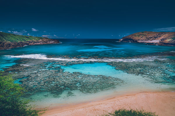 The rich blues of the Hanuama Bay displaying beatuiful coral reef formations