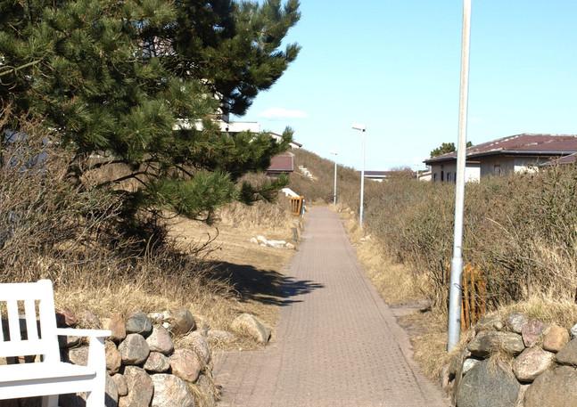 Der zentrale Weg durchs 'Dorf'
