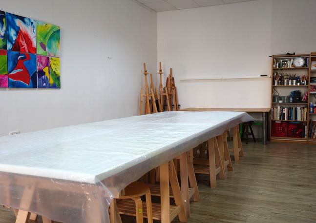 Der Atelierraum vom Eingang her gesehen...