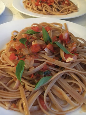 Tomato and garlic linguine