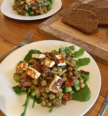 Chickpea & halloumi salad