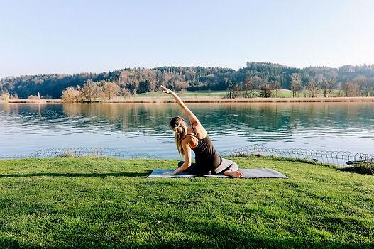 Outdoor Pilates bei Bern am Wohlensee