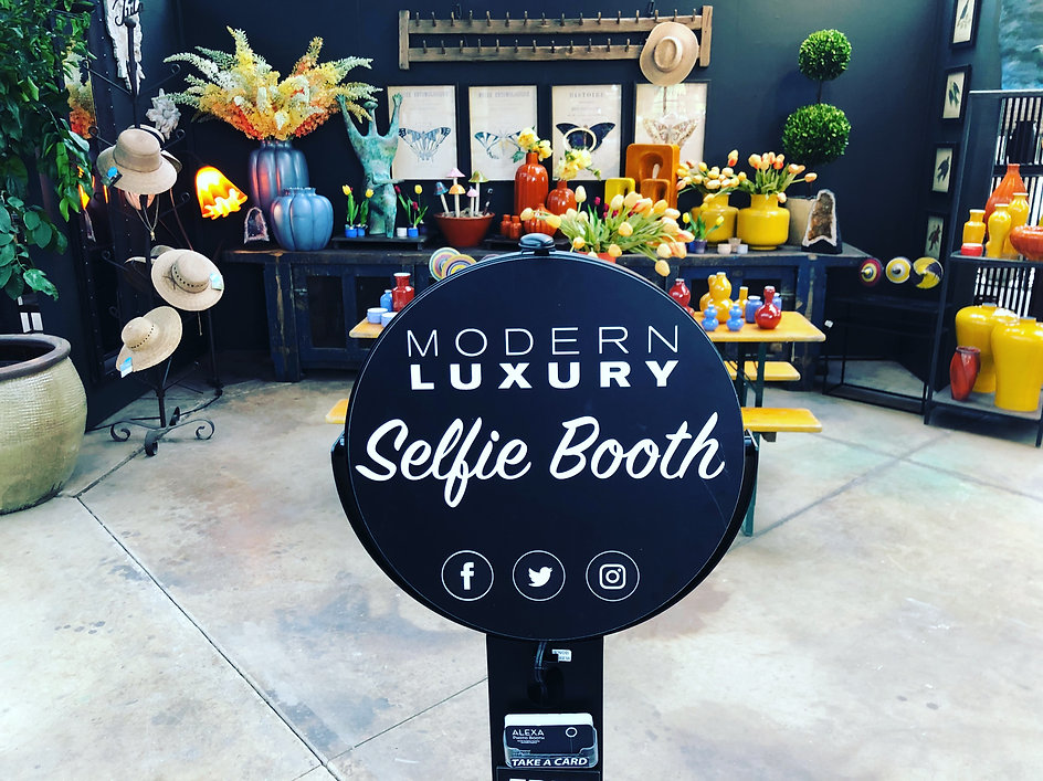 Modern Luxury Selfie Photo Booth.JPG.JPG