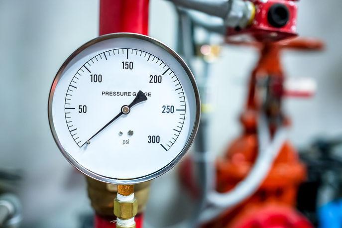 pressure gauge psi meter in pipe and val