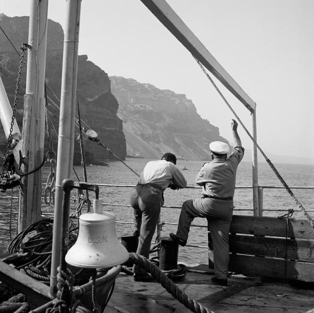 Maneuvering at the port of Fira