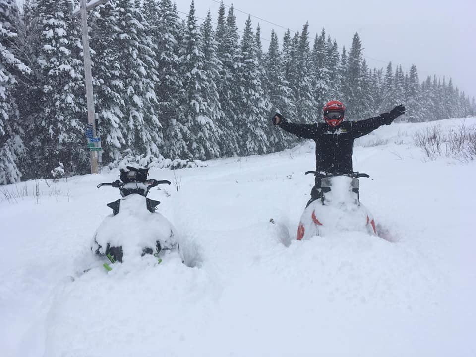snowmobiles11.jpg
