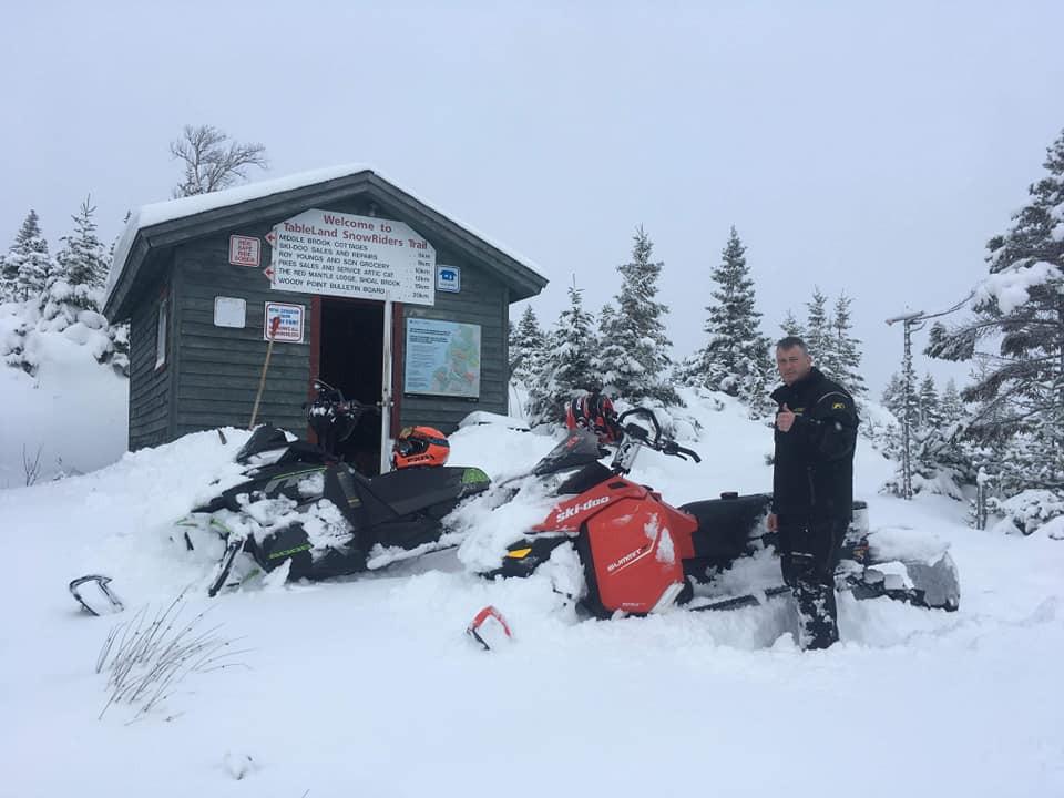 snowmobiles15.jpg