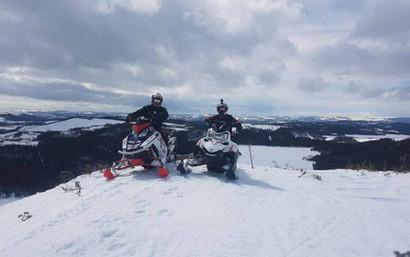 snowmobiles19.jpg