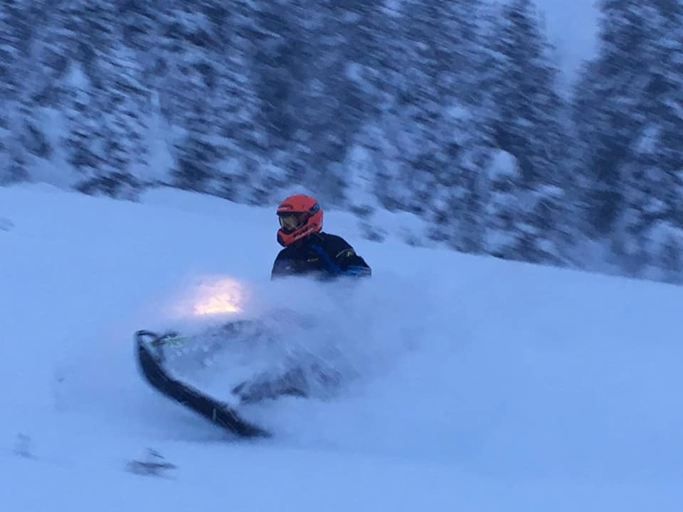 snowmobiles12.jpg