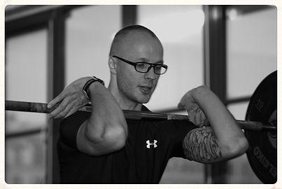 vægtløftning som del af personlig træning med en fysioterapeut.