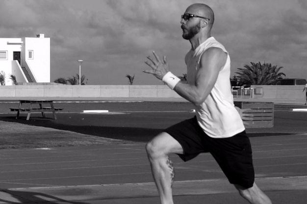 Sprint som en del af personlig træning med en fysioterapeut.