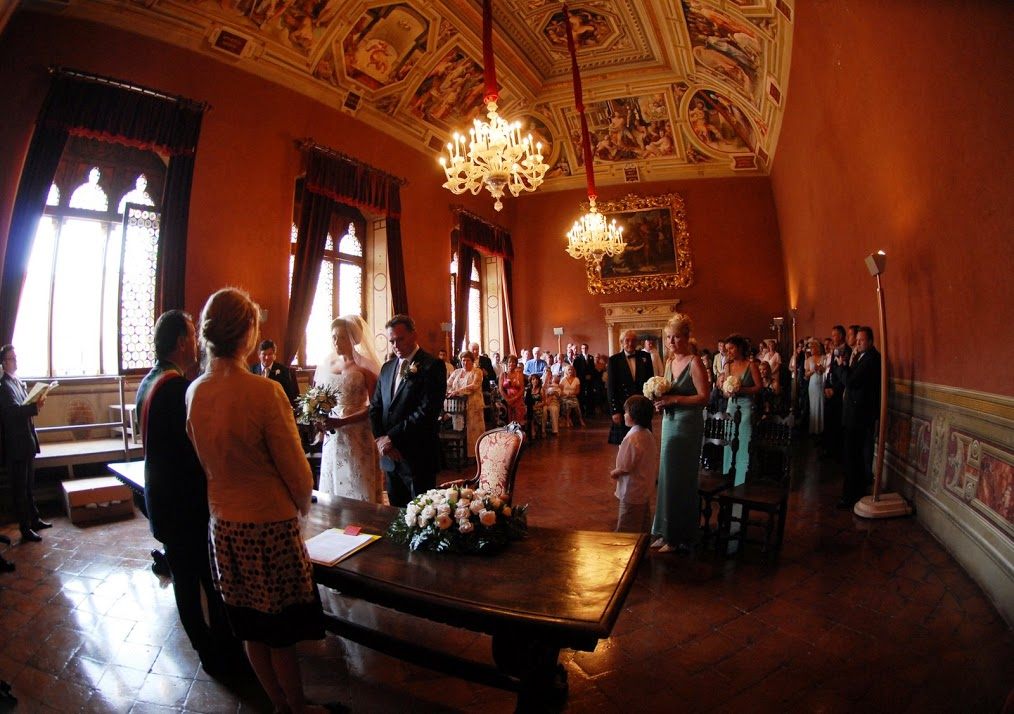 Wedding in Siena town hall