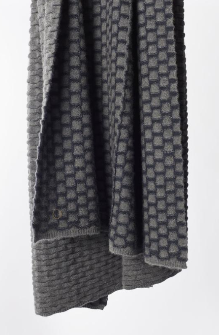 OYUNA cashmere chunky knitted throw