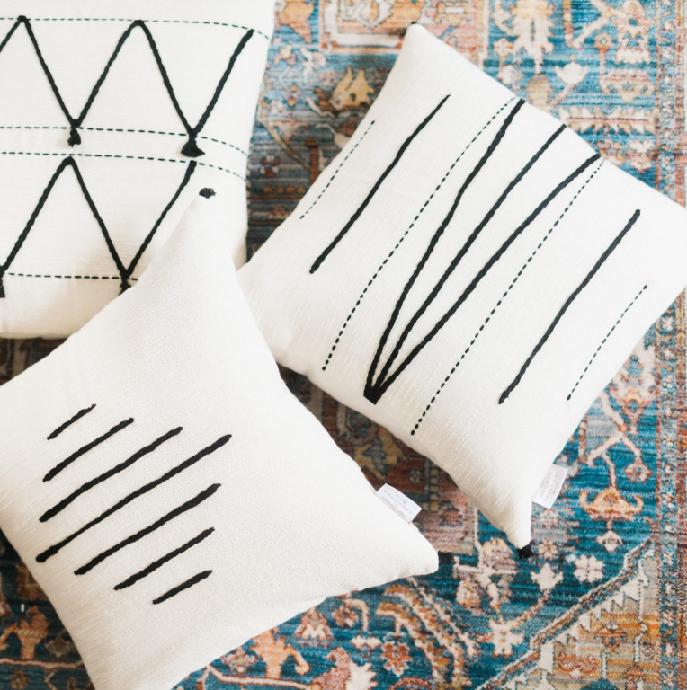 CREATIVE WOMEN Hela pillows