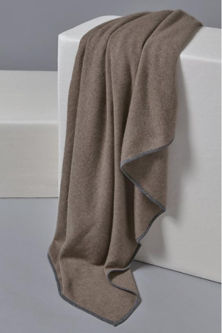 OYUNA lightweight cashmere taupe throw