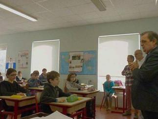 Le député Gilles Lurton retourne sur les bancs de l'école // Ouest France