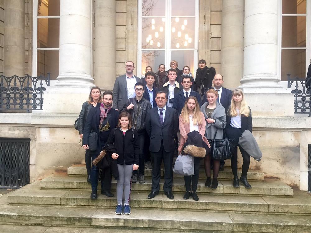 Avec les jeunes de l'Institution de Saint-Malo et Julien Moreau en visite à l'Assemblée Nationale