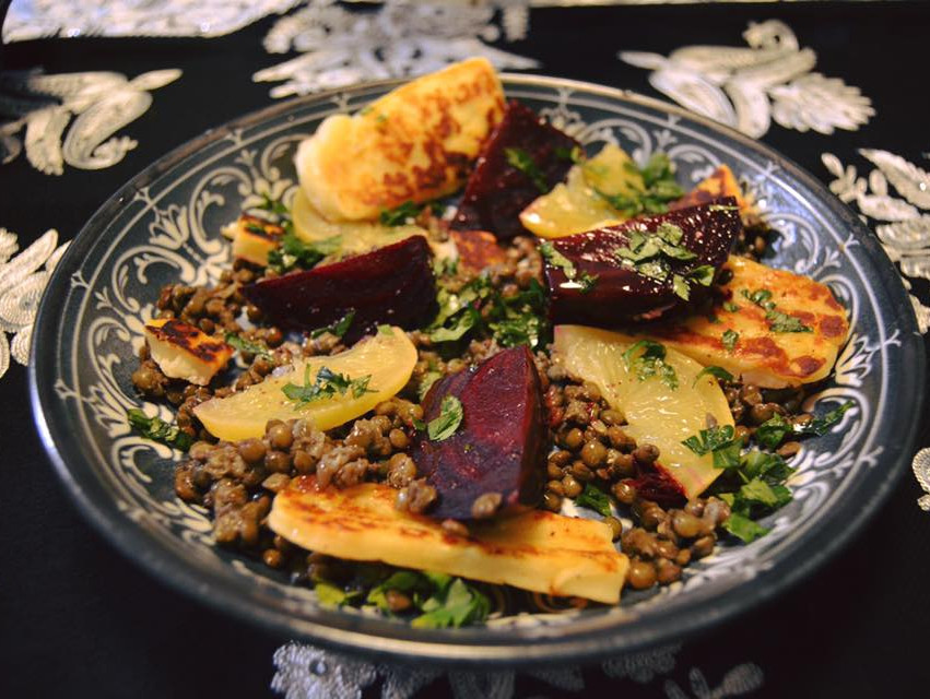 Beetroot salad with grilled halloumi