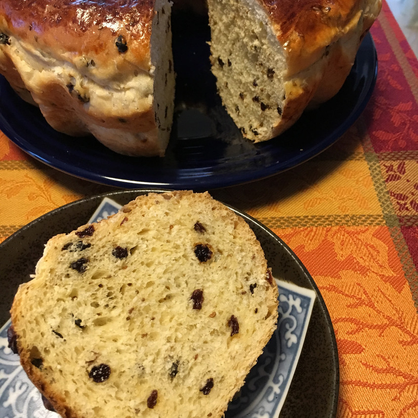 Aniseed and currant cake