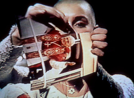 """Sinéad O'Connor tears up a photo of Pope John Paul II on """"Saturday Night Live"""" (1992)"""