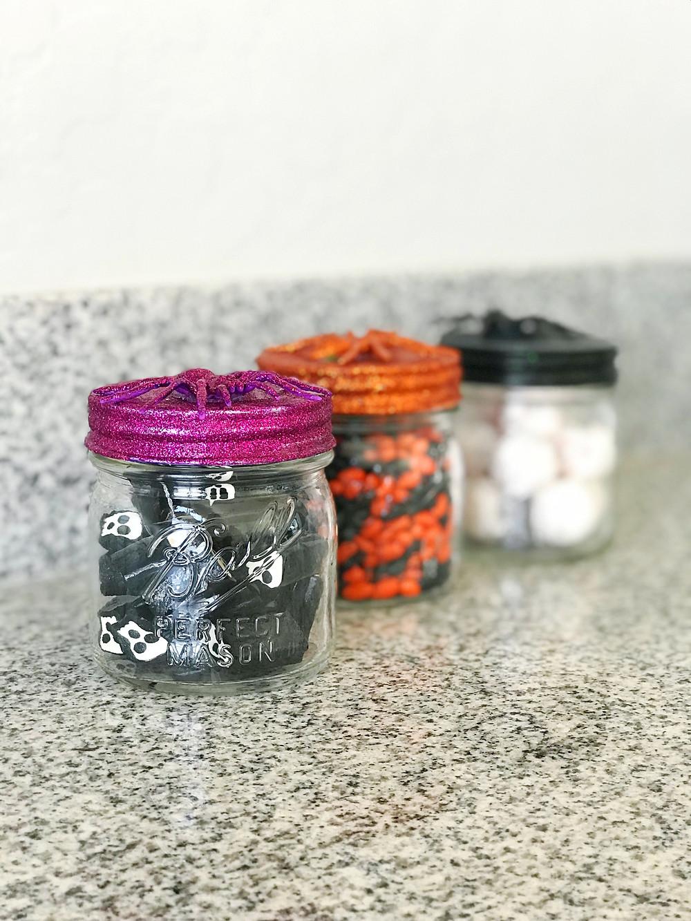 Fall Halloween DIY Candy Spider Mason Jars - Halloween - Blogger - DIY Blog