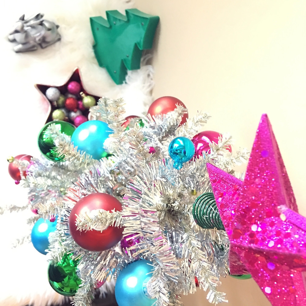 DIY Holiday Decor - Sassy holiday decor ornaments - Lifestyle Blog - Craft blog - christmas decor - small spaces - decorate small spaces - cassandra ann