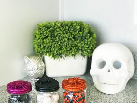 Halloween DIY: Spider Mason Jars