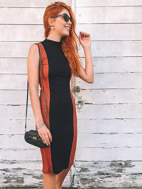 Vestido Midi Canelado Lateral