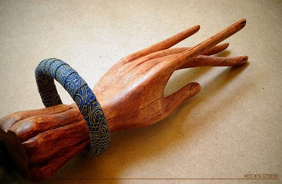 Bracelet tissus wax africain aux tons bleu nuit
