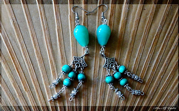 Boucles d'oreille pendantes en verre et bois bleu