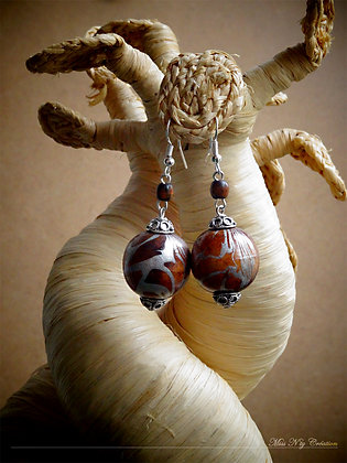 Boucles d'oreille pendantes en bois & design