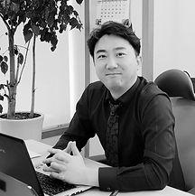 김웅기(흑백).jpg